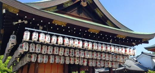 八坂神社内
